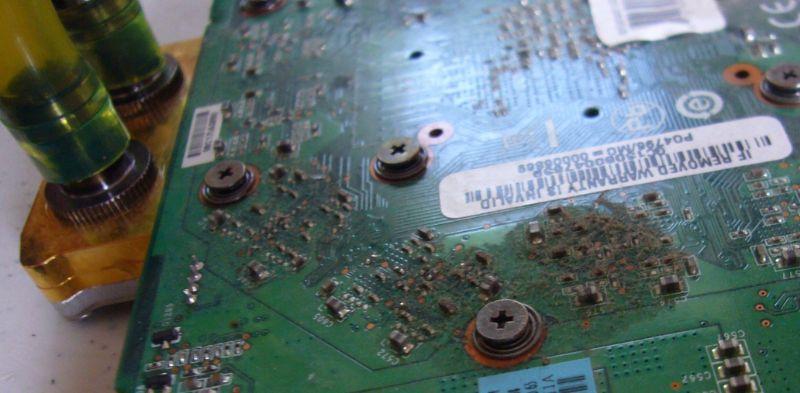 קורוזיה בלוח אם של מחשב נייד
